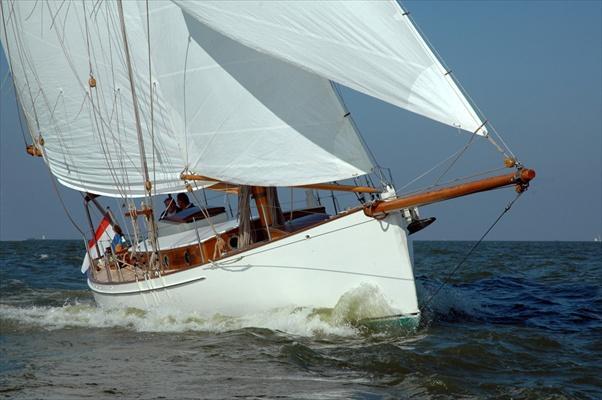 641 gaff cutter 41 van de stadt design yacht designers: stadtdesign.com/designs/custom_yachts_sail_classics/gaff_cutter_41/3
